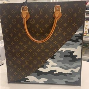 louis vuitton square bag . 💯 authentic!!